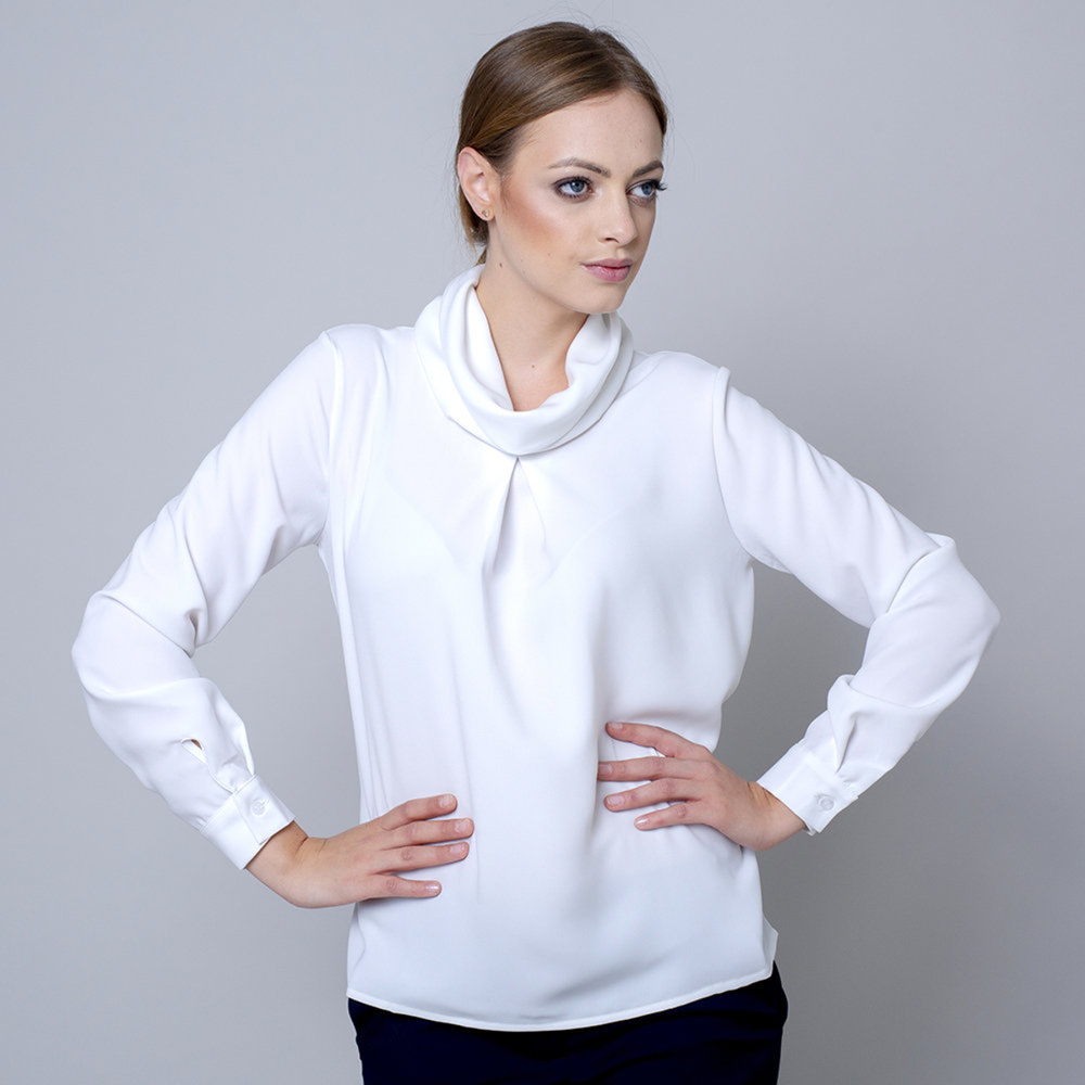 Women's blouse in creamy color 10700