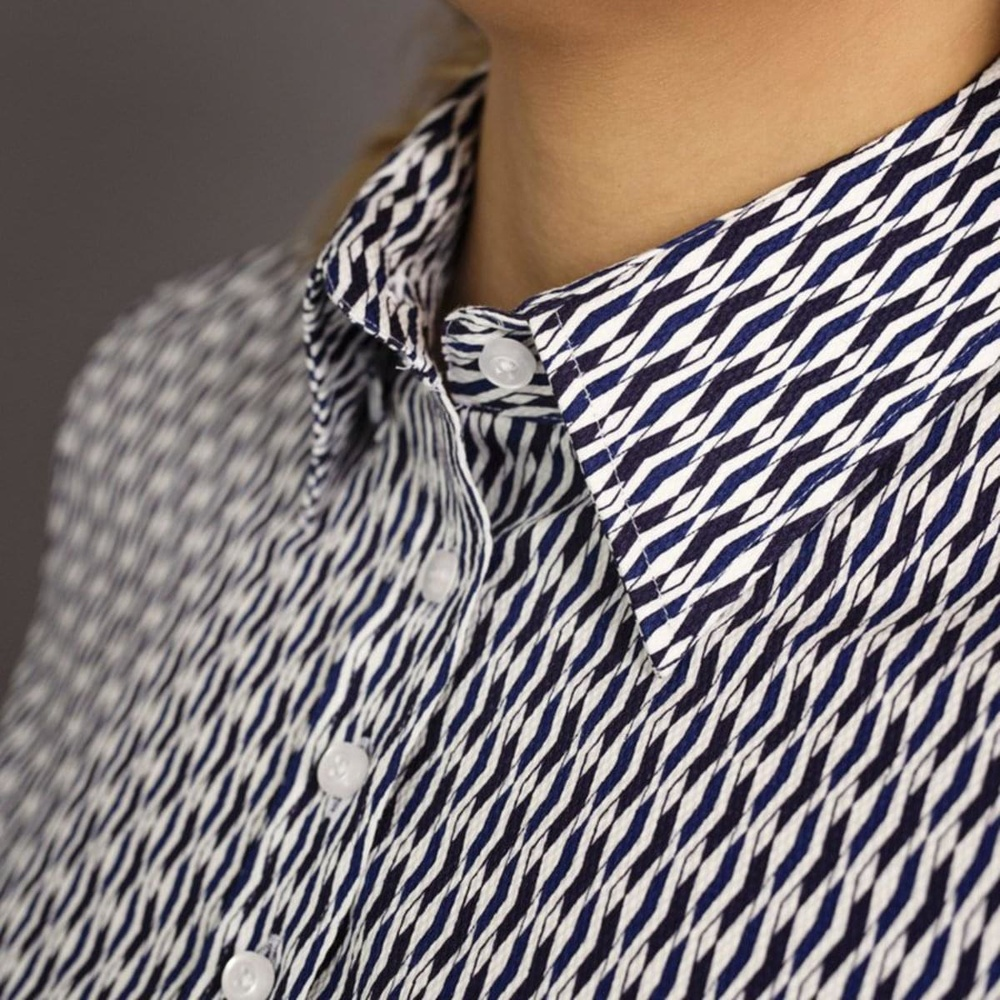 Women shirt Willsoor 7686 with blue white geometric pattern