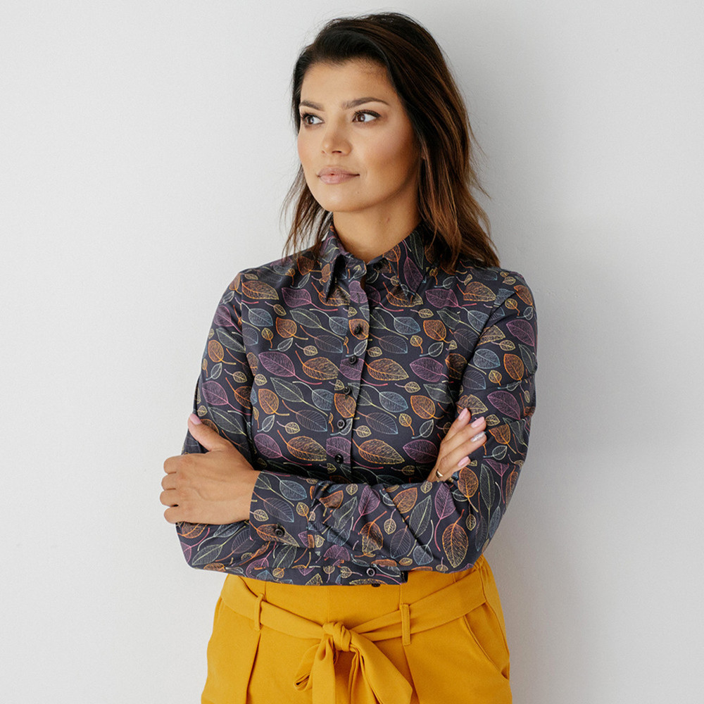 Women's shirt with autumn leaves pattern 9590